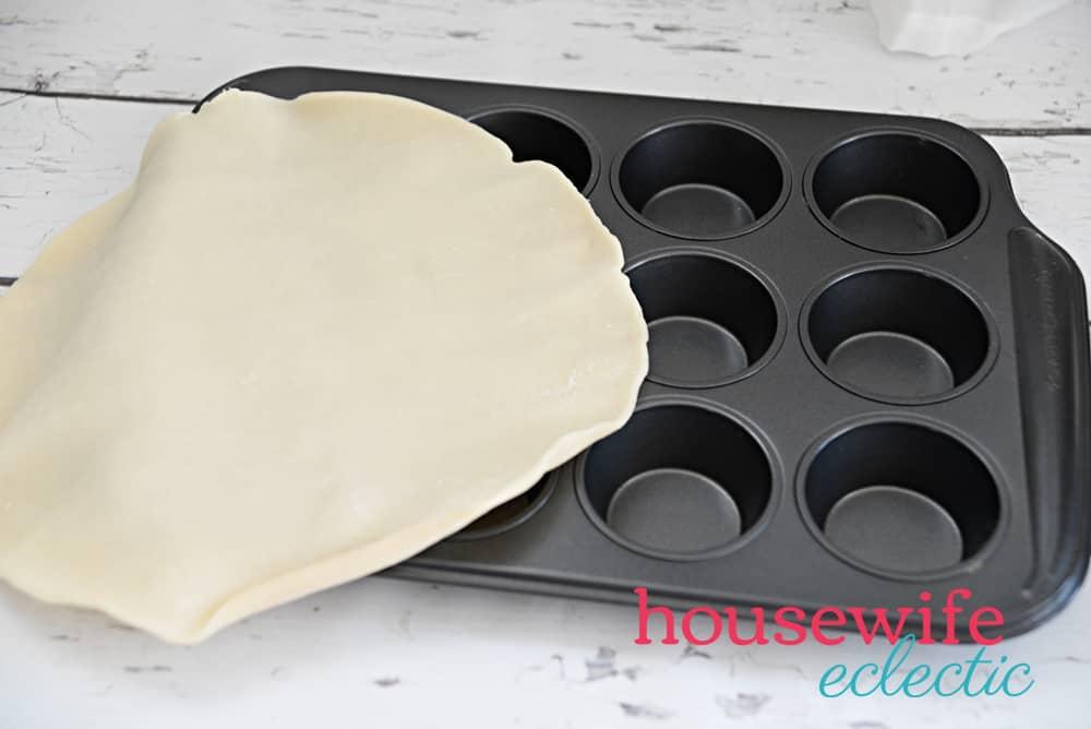 Housewife Eclectic: Baby Cherry Pies - Pie Crust