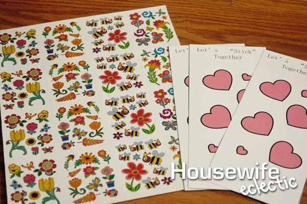 "Housewife Eclectic: Let's ""Stick"" Together Valentine with free printable"