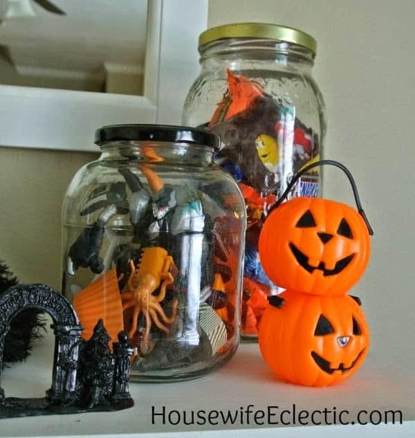 Super Easy Halloween Mantel Decorations