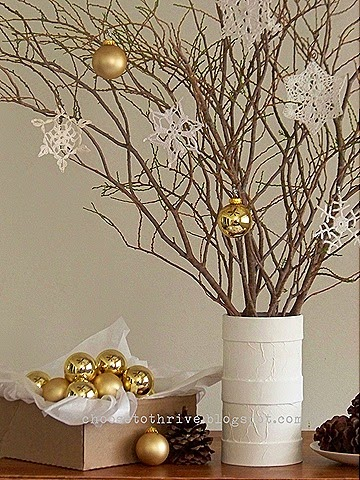 10 Creative Ornament Displays