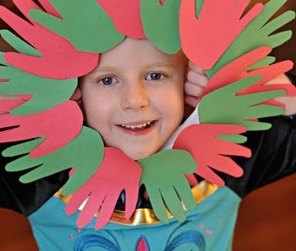 Kids Craft:Hand Print Wreath