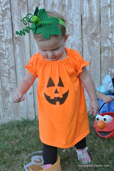 easy orange pumpkin jackolantern dress for girls from a tshirt HousewifeEclectic (29)