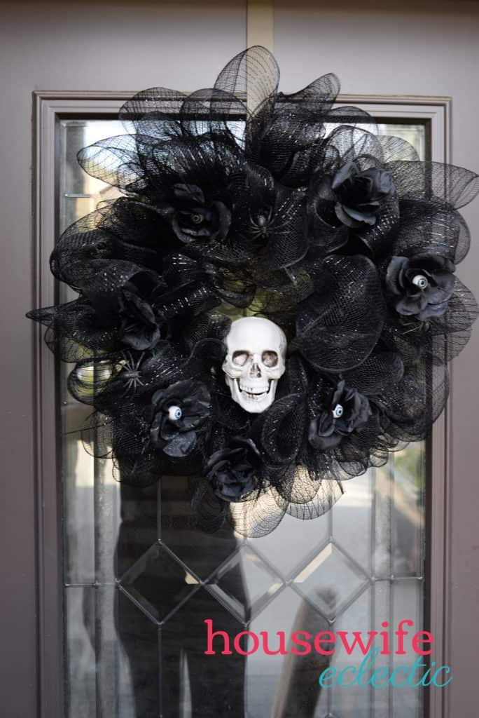Housewife Eclectic: Deco Mesh Skull Wreath