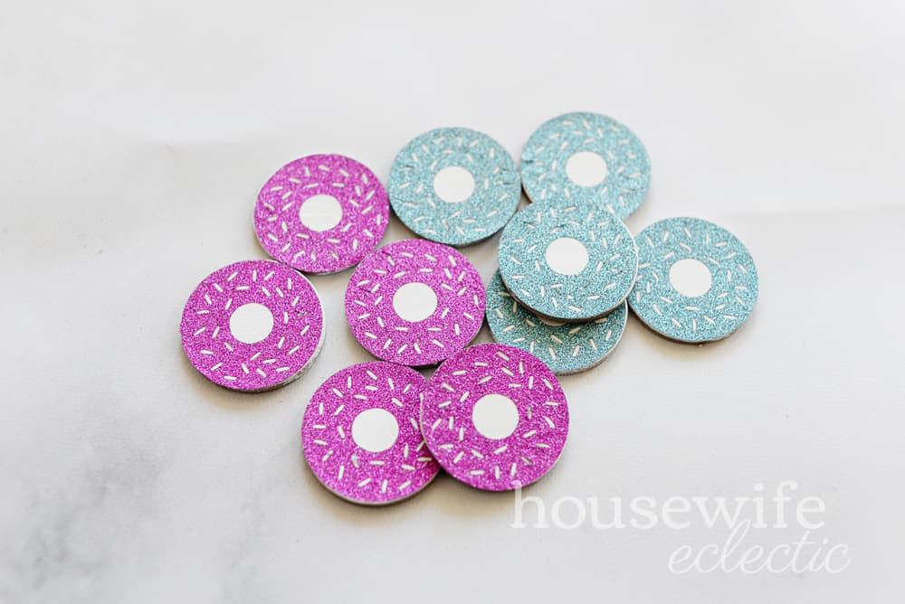 Housewife Eclectic: Easy Cricut Kids Crafts - Donut Tic Tac Toe