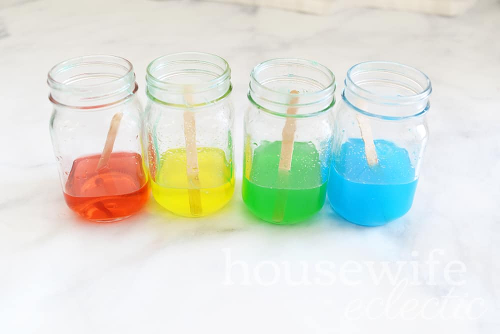 Housewife Eclectic: Rainbow in a Jar Science Experiment